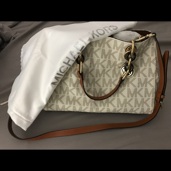 a5860d757f46 Michael Kors Cynthia Medium Logo Satchel- Vanilla.  M 5a9b92083afbbd2ac83e4925